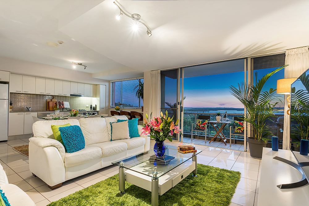 Ocean Blue Living room and kitchen at sunset - East Ballina Holiday Rental
