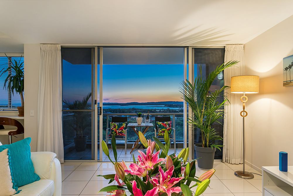 Ocean Blue Living room and balcony at sunset - East Ballina Holiday Rental
